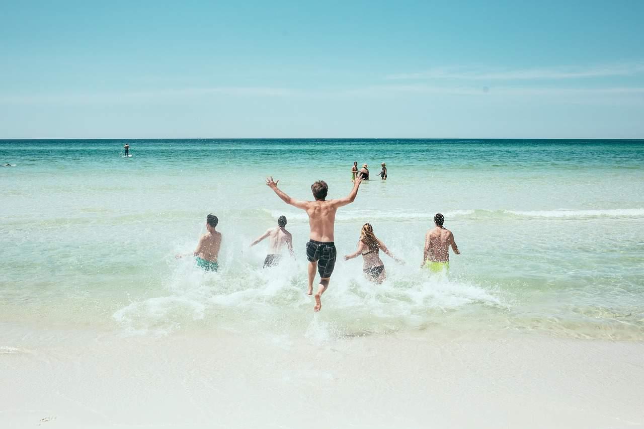 אנשים בים