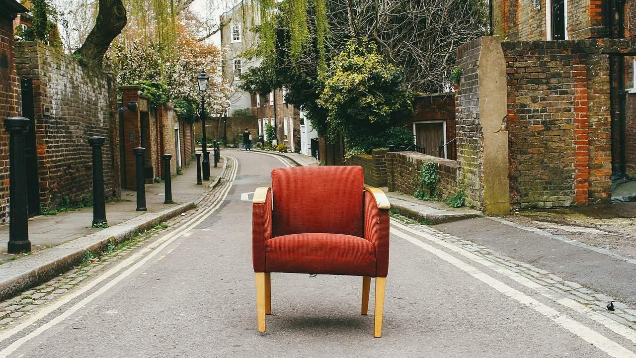 כואב הגב – הרמה של רהיטים בבניין