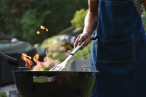 בישול וצלייה על גריל פחם - תמונה להמחשה